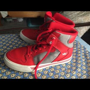 Supra boys tennis shoes high tops red size 5
